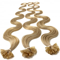 Extensions à chaud blond cendré cheveux bouclés 63 cm